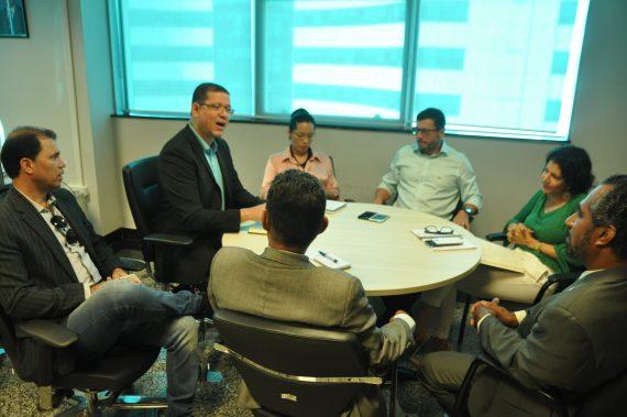 Secretário Marcos Rocha em reunião com os membros da Comissão da OAB