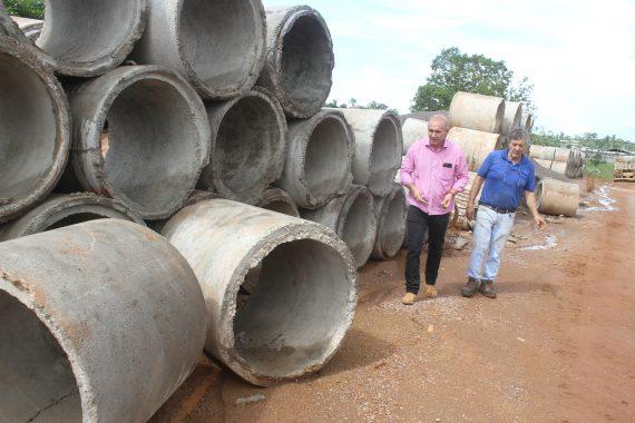 A principio a fábrica foi instalada para produzir manilhas, mas, com a crescente demanda nas obras de infraestrutura, tivemos que ampliar nossa produção, disse Ezequiel Neiva